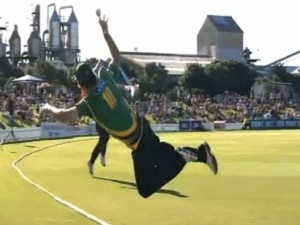 Top 10 Best catches in Cricket History (+Video)