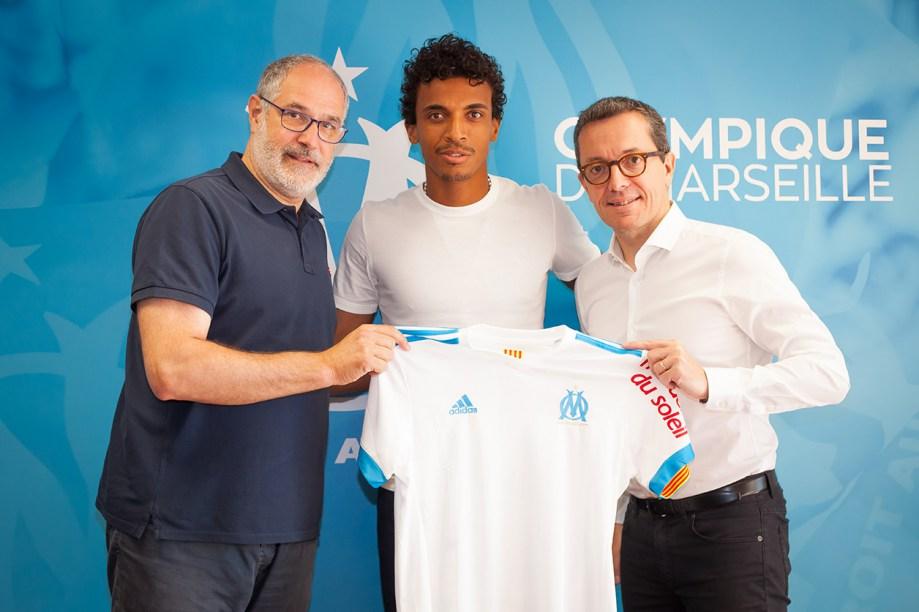 Luiz Gustavo signs Marseille